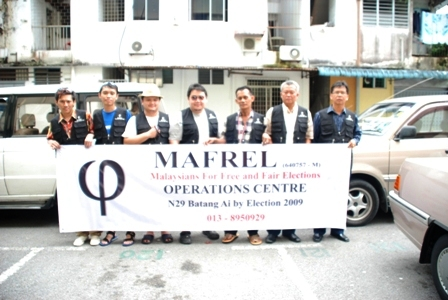 Mafrel observers before setting out to Batang Ai.