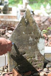 Dayang Utat's tomestone written in Jawi found.