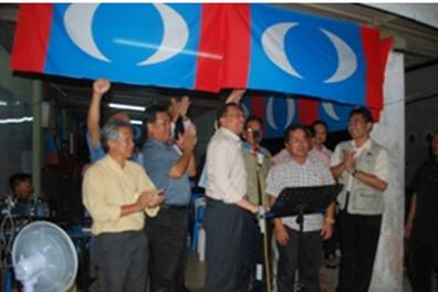 Anwar's campaign: No government vehicles spotted here.
