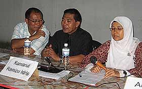 (L to R)Nai Khan Ari, Kamarul & Zainab Wahidin(moderator)